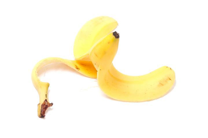 La premian por producir plástico con cáscaras de plátano