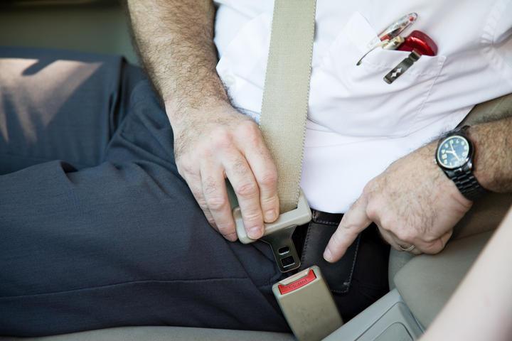 El cinturón de seguridad y su historia hacia la popularidad