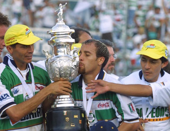 Momentos históricos de los 30 años de Santos Laguna