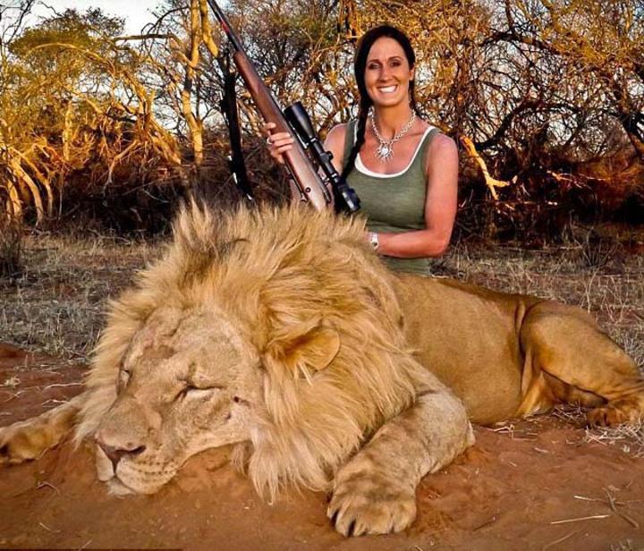 Conductora de TV desata polémica por cacería de un león