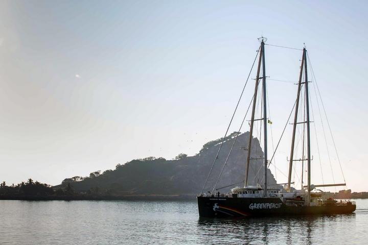 Arriba a Mazatlán barco de Greenpeace