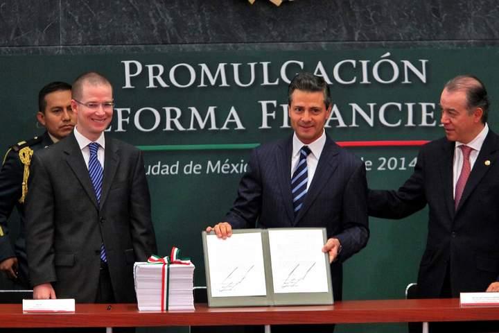 Promulga Peña Nieto la reforma financiera