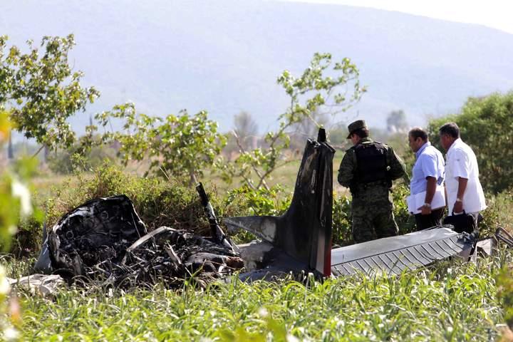 Cae avioneta militar en Puebla
