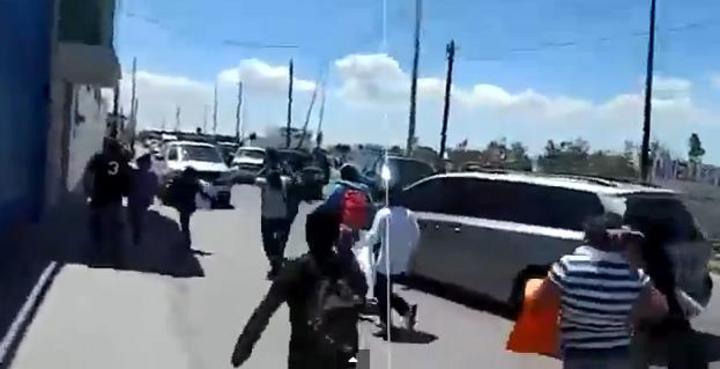 Corretean y persiguen a Enrique Peña Nieto