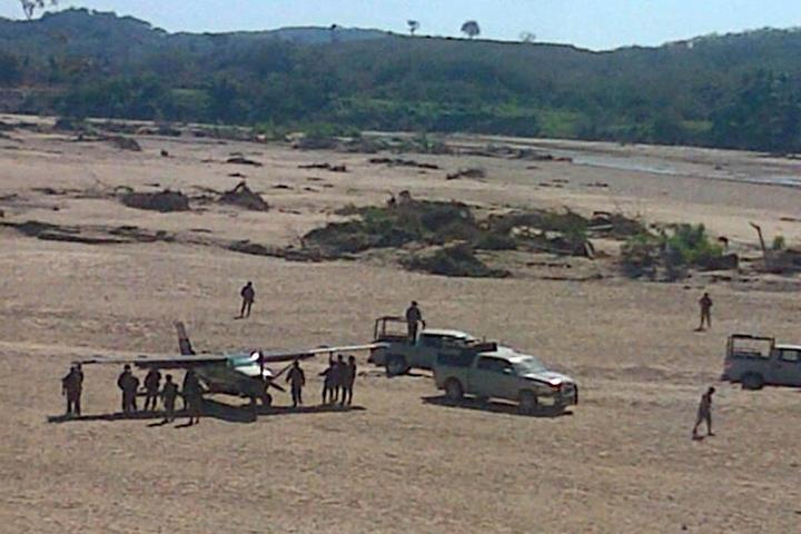 Obligan a avioneta sospechosa a aterrizar en Guerrero