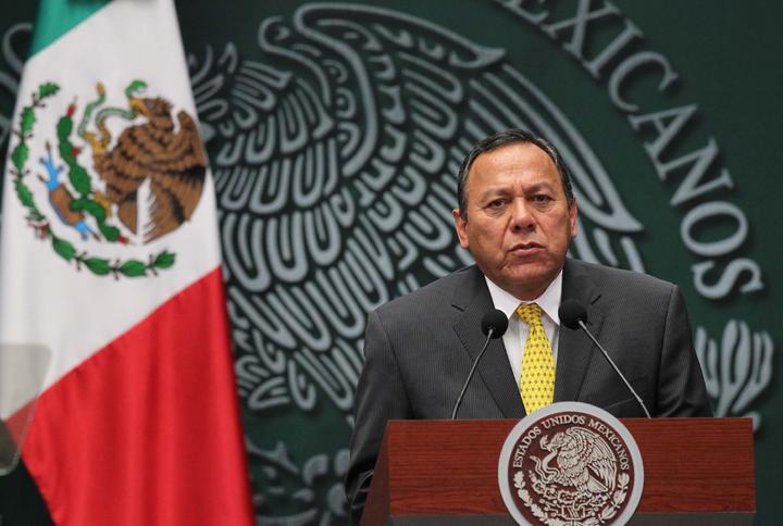 Jesús Zambrano pide cuentas de asesor de seguridad de EPN