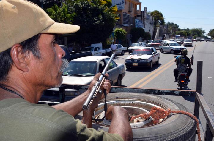 Gobierno mexicano da un paso hacia la regularización de las autodefensas