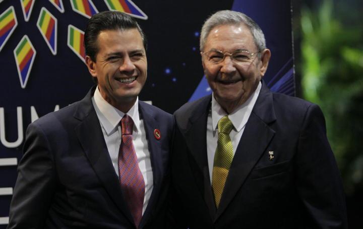 Raúl Castro recibe a Peña Nieto y sostienen reunión en privado