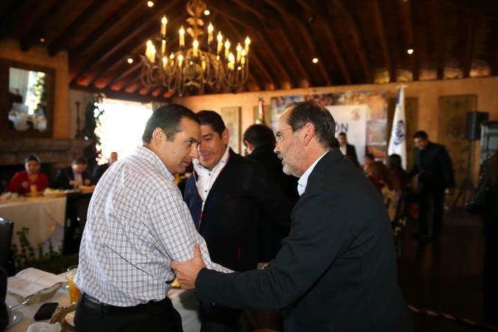 Se saludan Madero y Cordero en plenaria del PAN