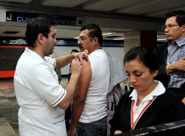 Mueren 10 al día por influenza en México