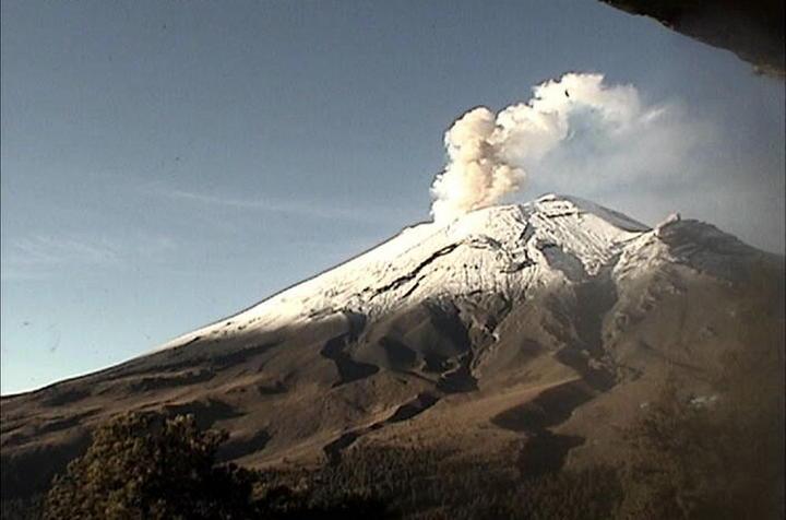 Registra 38 exhalaciones el Popocatépetl