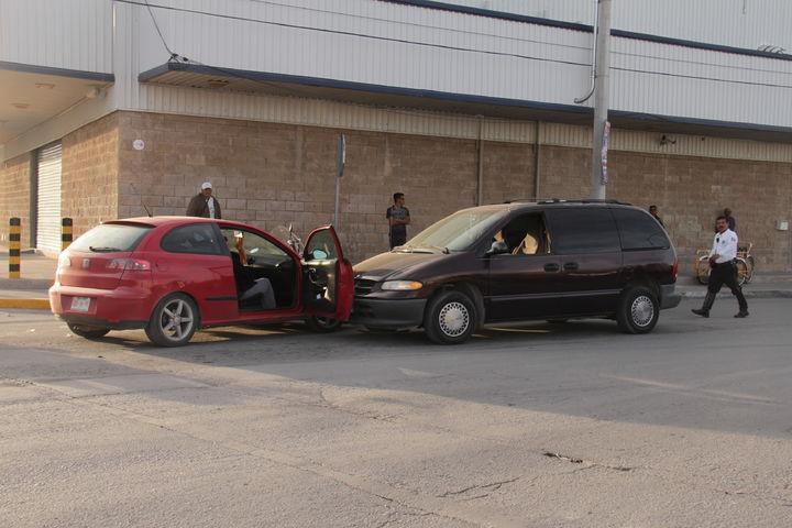 Chocan 3 vehículos en Saltillo 400