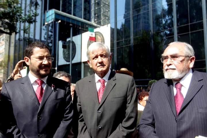 Denuncia AMLO a Peña Nieto ante la PGR
