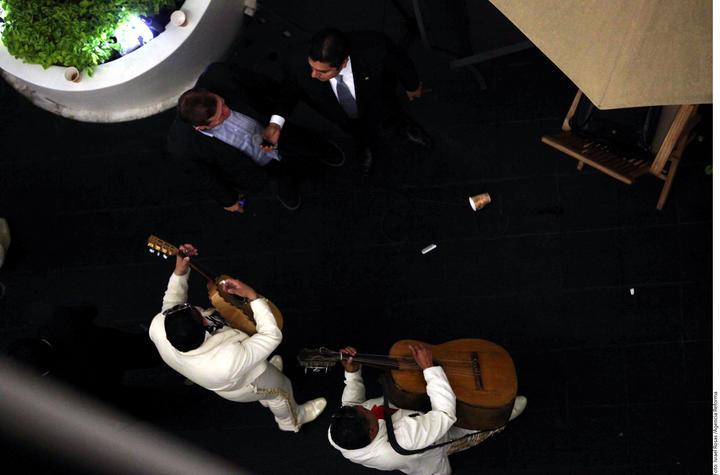 Critica Lozano festejo de Preciado en el Senado