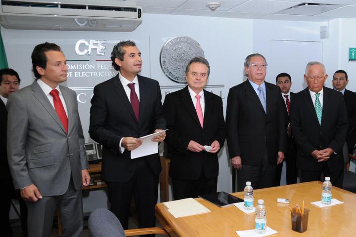 Asume Enrique Ochoa la dirección de la CFE