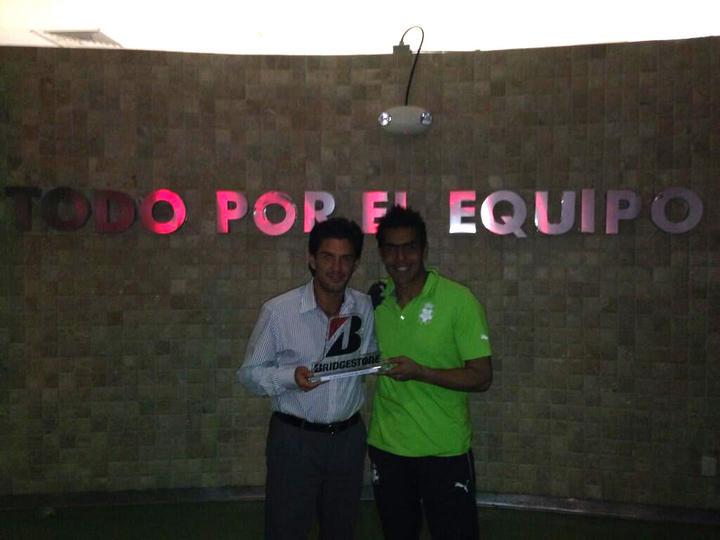 Oswaldo Sánchez se lleva trofeo como jugador del partido