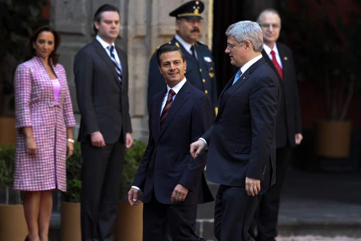 Recibe EPN a Stephen Harper en el Palacio Nacional
