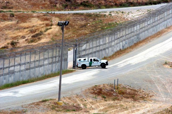 Agente fronterizo asesina a migrante