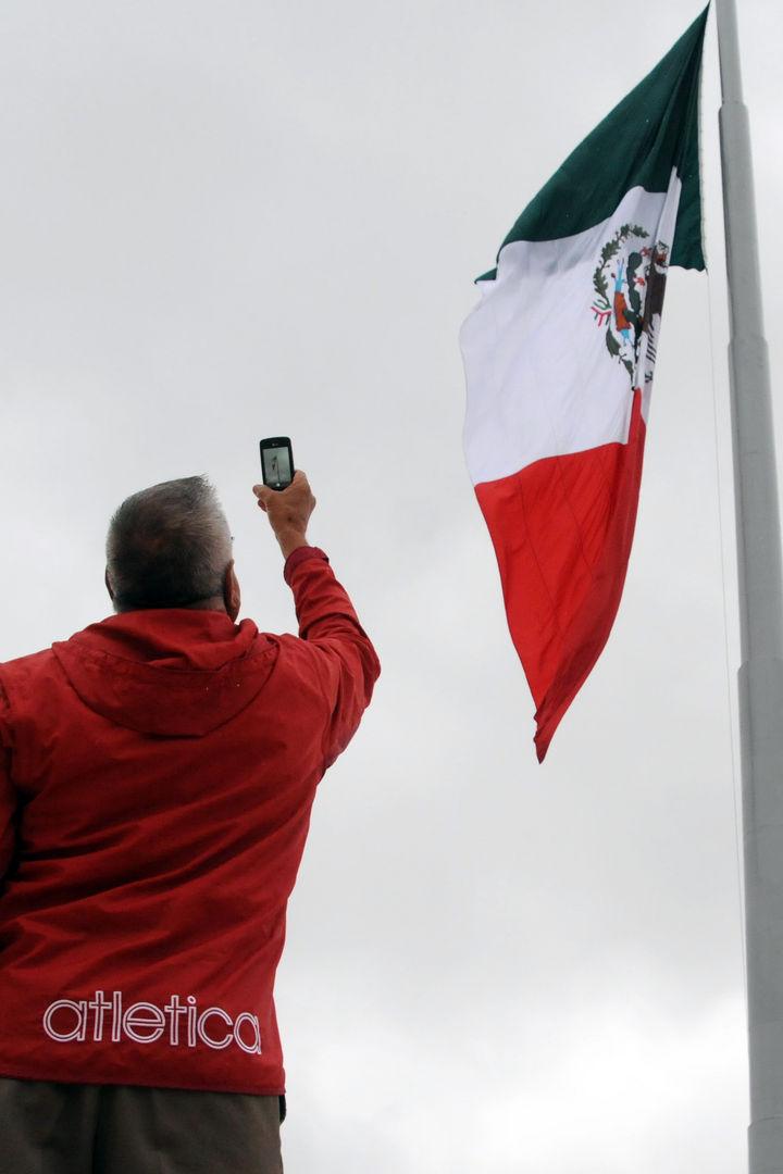 La Bandera Mexicana, un arduo trabajo artesanal