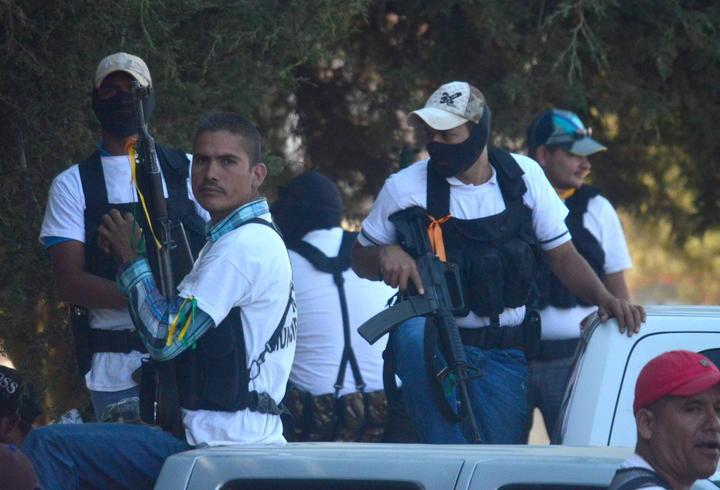 Acuerdan autodefensas no entrar a Morelia