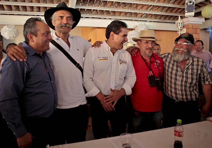 Se reúnen líderes en Apatzingán