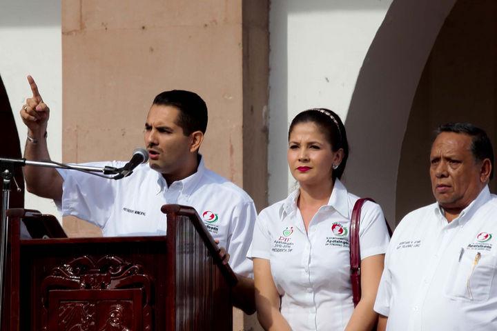 Se defiende el alcalde de Apatzingán por difamación