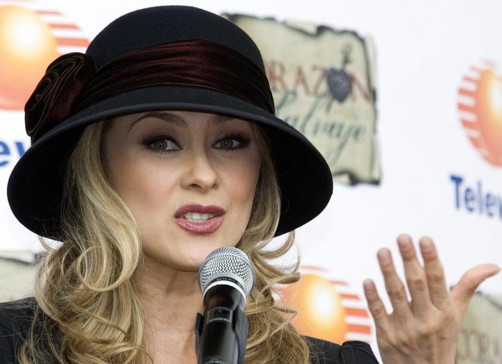 la actriz y cantante mexicana aracely arambula protagonista de la