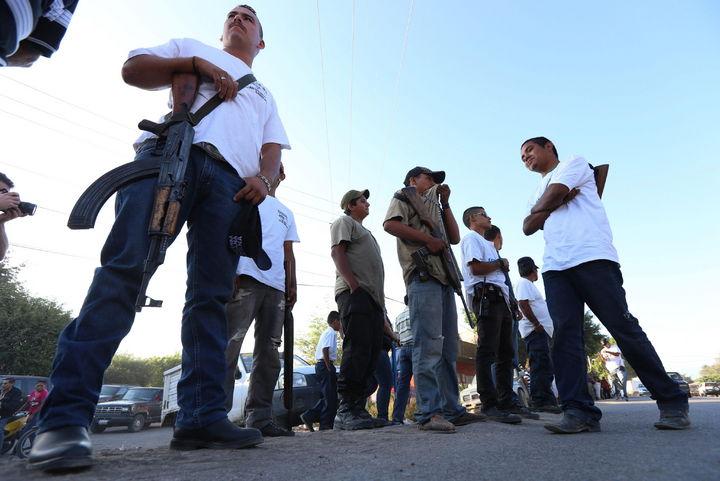 Autodefensas pactan no entrar a zonas urbanas