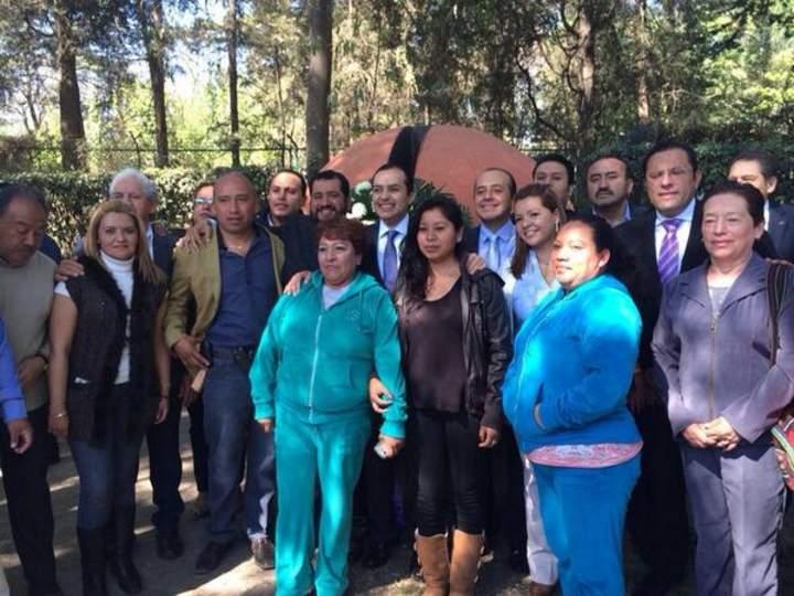 Inicia Cordero campaña en tumba de Gómez Morín