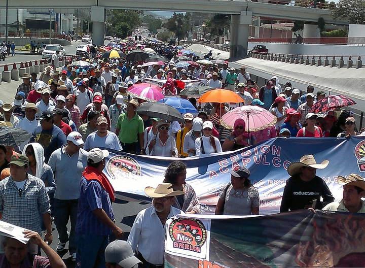 Se reúne gobernador con CETEG; pide liberar Autopista del Sol