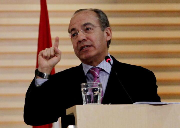 Calderón condena asesinato de edil michoacano