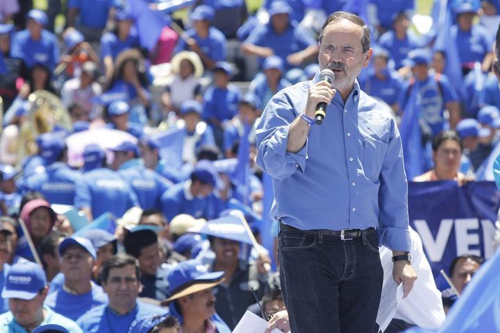 Apoyan lideres panistas de Puebla a Gustavo Madero