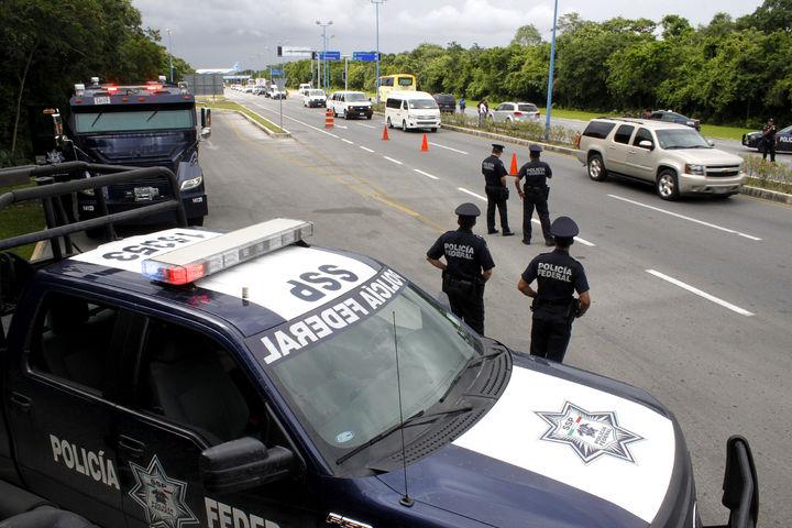 Reanudan mujeres policías protestas