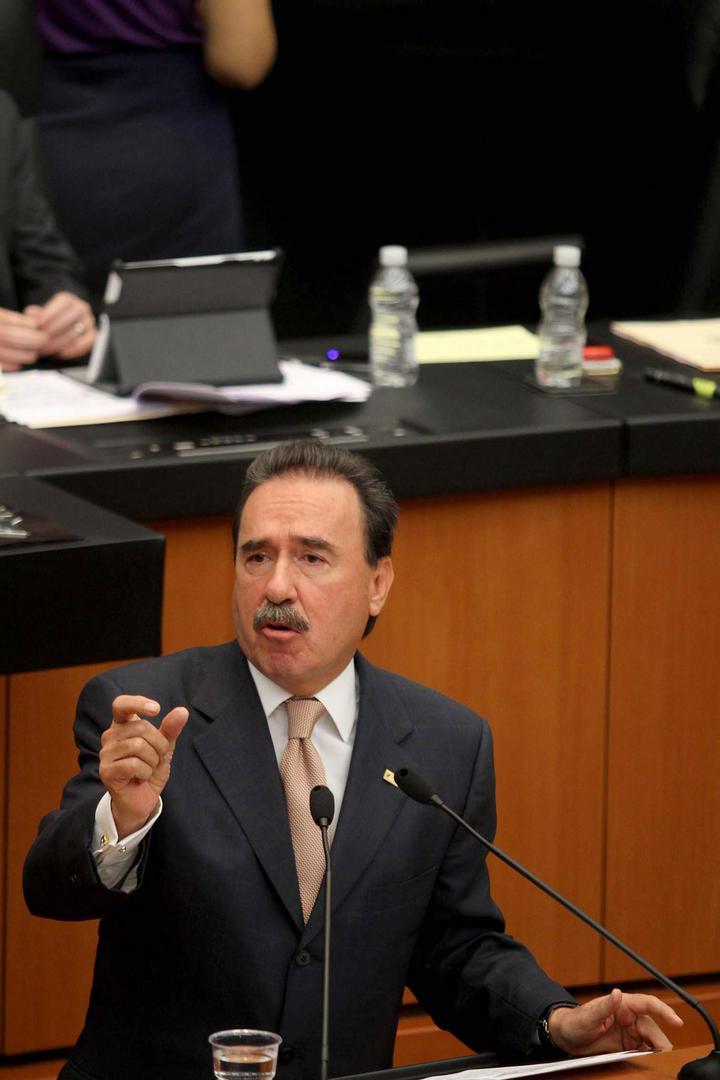 Líder de senadores del PRI prevé cambios a leyes en Telecom