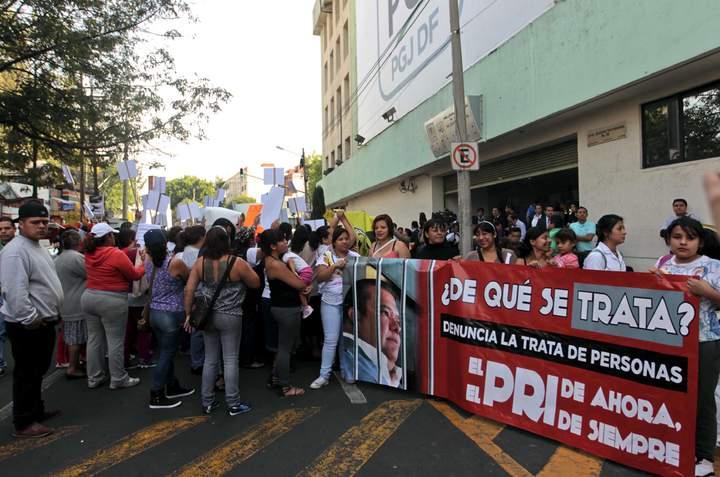 Denuncian perredistas a Gutiérrez de la Torre por trata de personas