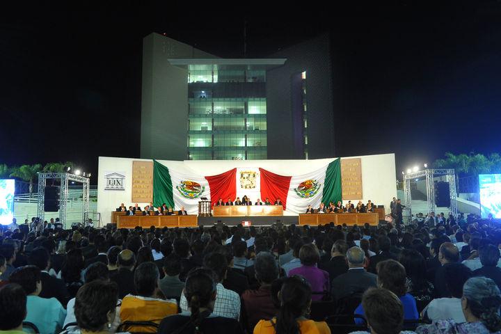 Realiza Congreso sesión solemne en Plaza Mayor