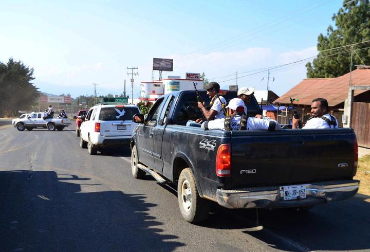 Autodefensas inician caravana contra el desarme