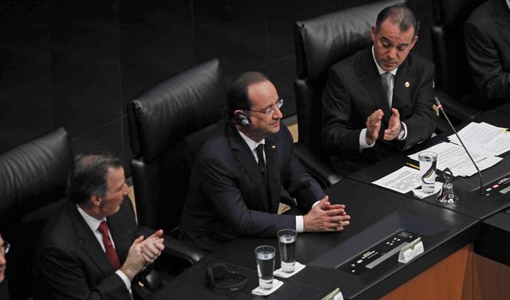 Hollande participa en sesión solemne en el Senado