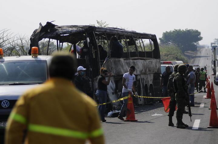 Trabajan en identificación de víctimas de accidente