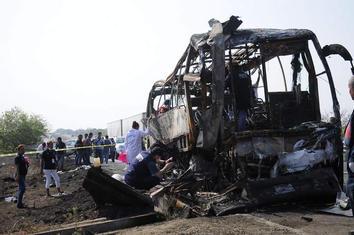 Arriban a Tabasco restos de las 36 víctimas de accidente en Veracruz