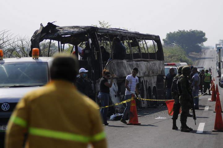 Inician necropsias a víctimas de accidente en Veracruz