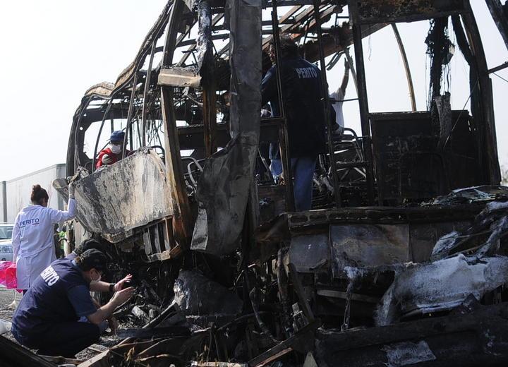 Denuncian deudos a empresa tras choque de autobús en Veracruz