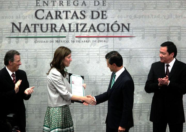 Entrega Peña Nieto 21 cartas de naturalización