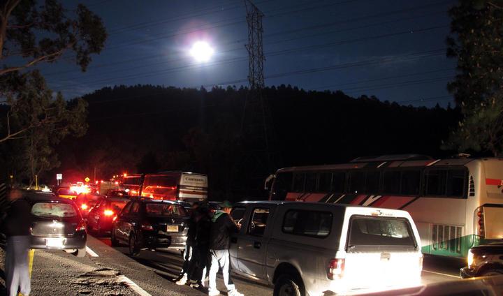 Abren la México-Toluca tras fuerte granizada