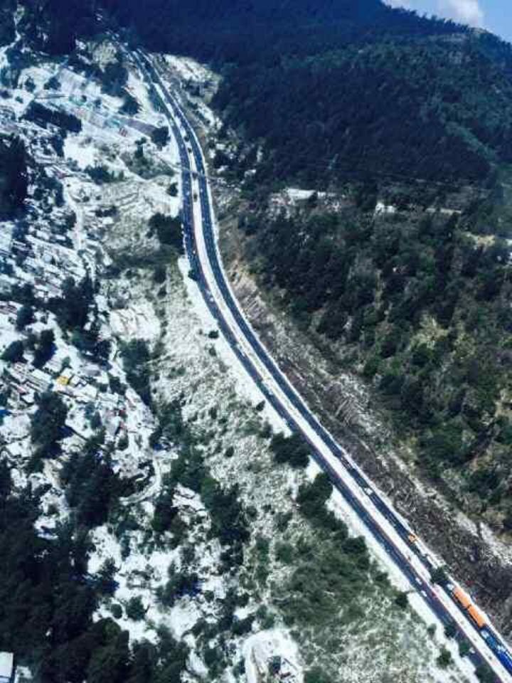 Eruviel Ávila comparte imagen de caos en la México-Toluca