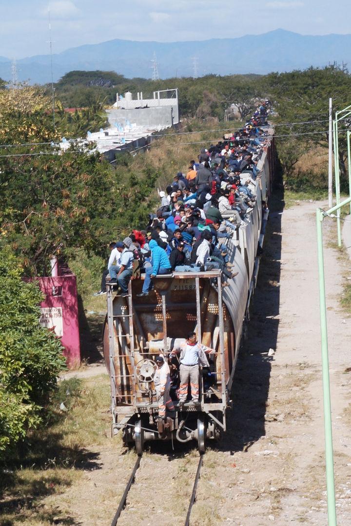 Migrantes se quedan varados en Tabasco