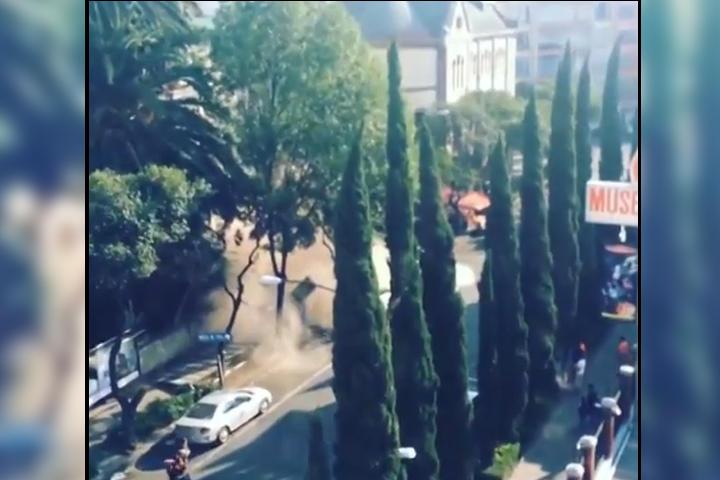 Graban caída de barda durante sismo
