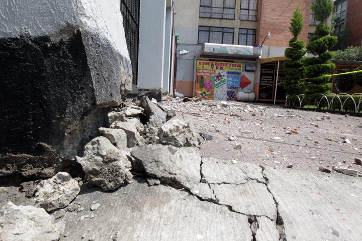 Reportan caída de 15 bardas por sismo