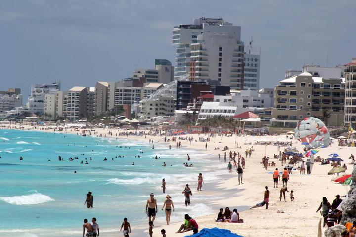 Festejan 44 años de Cancún entre esplendor y contradicciones