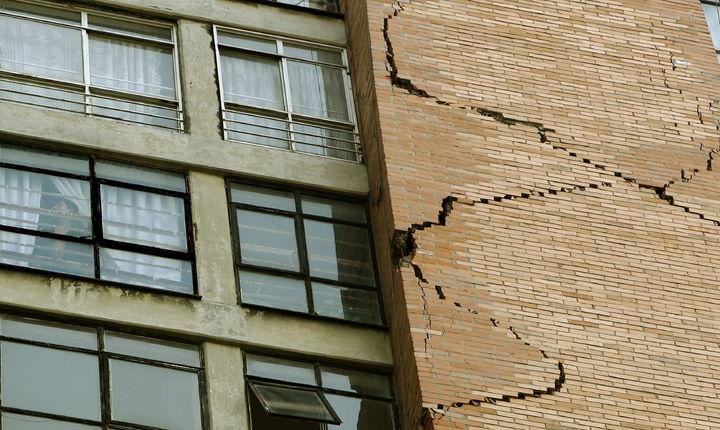 Piden desalojar edificio dañado por sismo